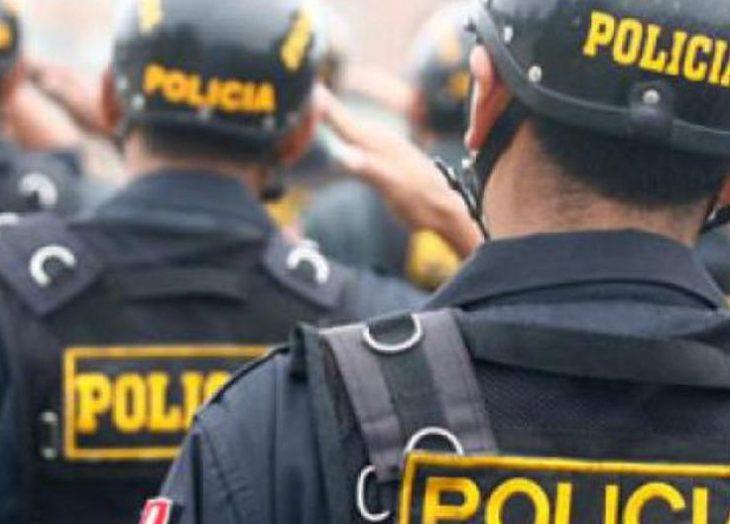 Mujer que agredió a policías protagoniza desmanes dentro de la comisaría — Miraflores