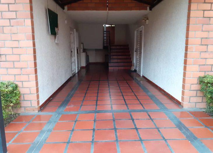 Vecinos se organizan para limpiezas de áreas comunes en edificios