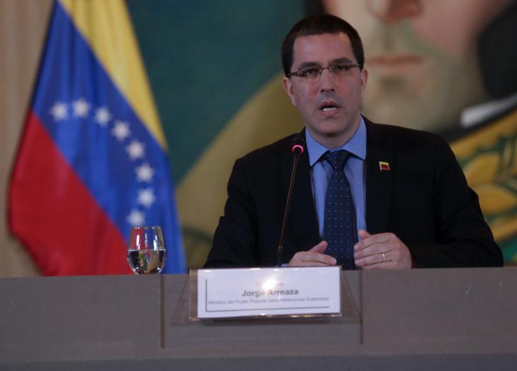 Piden a Trump suspender sanciones contra Venezuela por Covid-19