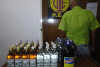 Decomisan licores en venta clandestina. Arrestaron al propietario de la vivienda, pues era utilizada para expender las bebidas de manera ilegal.