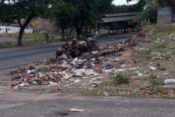 Barrio Guayana con basura y cloacas colapsadas
