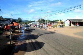 Más de 30 kilómetros caminan desde Casacoima en busca de alimentos
