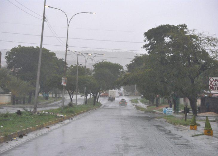 Lluvias dejan sin luz a varios sectores de Ciudad Guayana