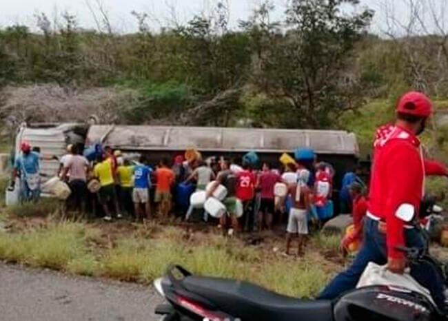 Al menos siete muertos por explosión de camión cisterna en Colombia