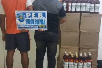 PEB incauta licor y arresta a un par de hombres