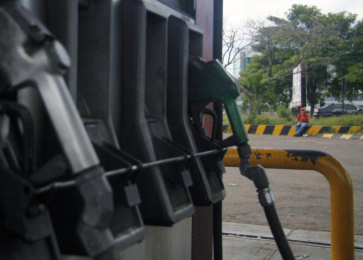 Desde este jueves reportan colas en Guayana para surtir combustible el lunes