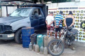 Hurtaban combustible de una estación de servicios