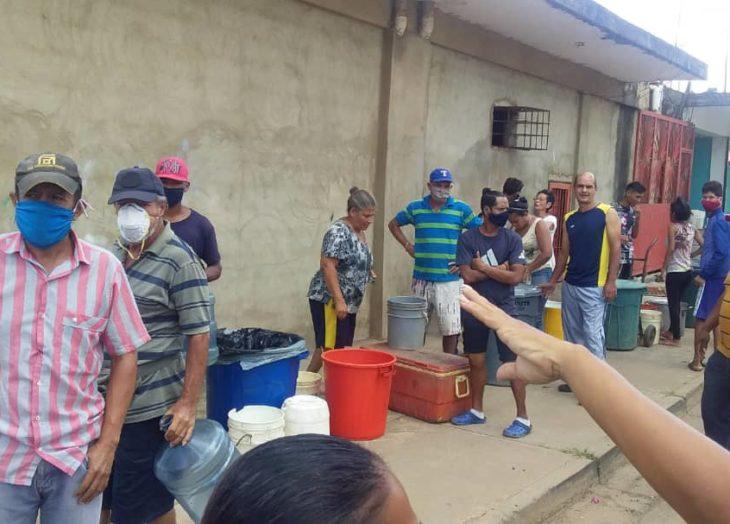 Habitantes del eje Av. Caracas reclaman agua potable