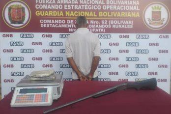 """Capturan a integrante de """"el Iguano"""" con droga y una escopeta"""
