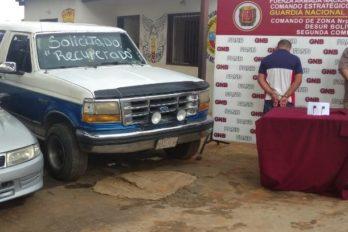 Capturan a dos hombres por manejar vehículos robados