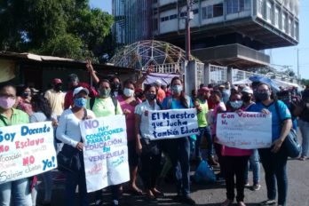 Docentes exigen cancelación de deudas y actualización del salario