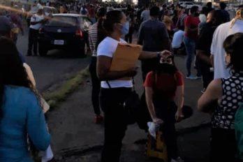 """Paradas, bancos y Saime abarrotados en primer día de """"7+7 plus"""""""