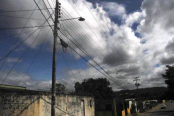 Bajones de luz son diarios en El Caimito