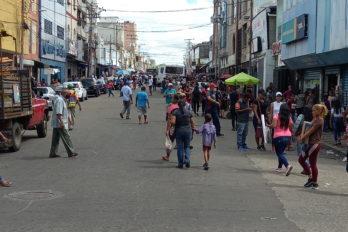 Centro de San Félix con gran afluencia en lunes de cuarentena radical
