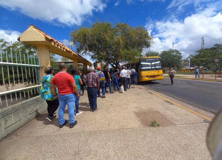 Transportistas siguen cobrando el pasaje por encima de lo legal
