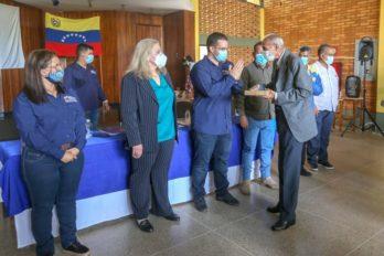 Profesores bolivarenses fueron dotados de equipos tecnológicos