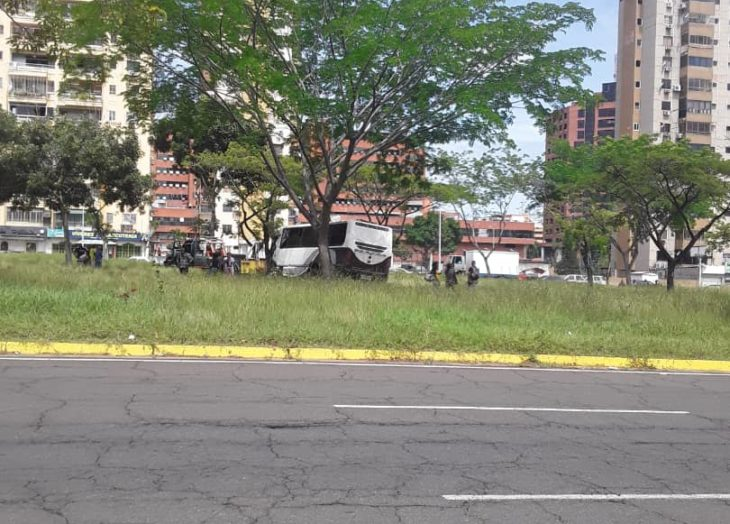 Reportan accidente de autobús en el Paseo Caroní