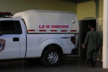 Le dispararon en la cabeza dentro de un autobús en San Félix