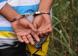 Privan de libertad a adolescente acusado por abusar de dos niños