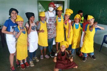 Jóvenes de La Laja en taller de dulcería con Salón Sarrapia Venezuela