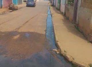 Ocho meses sin limpiar canal de aguas negras en Core 8