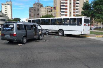 Colisión vehicular en Alta Vista deja lesionados