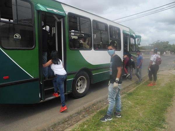 Transportistas alegan que el pasaje oficial no alcanza para mantener las unidades