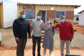 Gobierno regional entrega 30 nuevas viviendas en Ciudad Bolívar