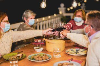 Medidas de bioseguridad deben aplicarse durante reuniones navideñas