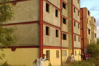 Desalojaron a las 20 familias que invadieron construcción en Caujaro