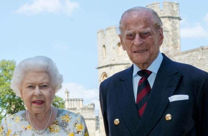 Reina Isabel II y su esposo fueron vacunados contra la COVID-19