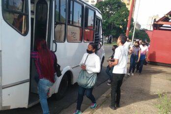 Largas colas en estaciones de servicio este lunes en Puerto Ordaz