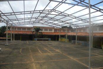 """Instalaciones educativas en Piar """"están abandonadas"""""""