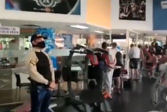 Al menos 20 detenidos mientras entrenaban en un gimnasio