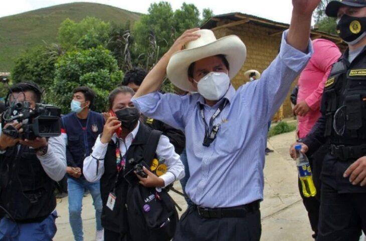 Pedro Castillo lleva la delantera en las elecciones presidenciales de Perú  - Diario Primicia